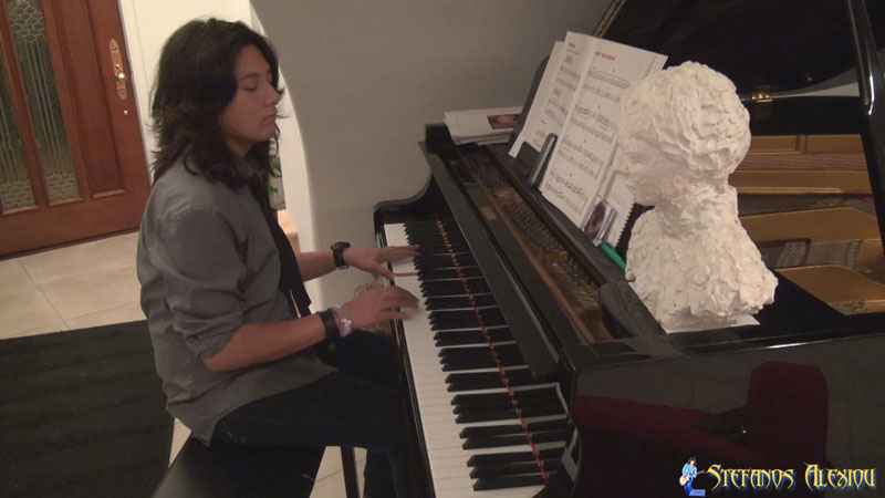 Stefanos Alexiou - No Quarter (on piano Thanksgiving 2013)